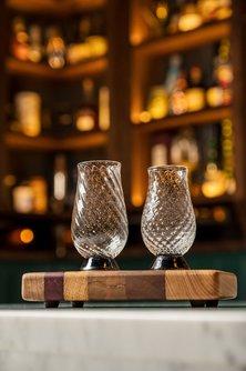 Neat Pour Glasses Set