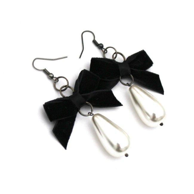 Marie-Antoinette-Black-Pearl-Earrings_1800x1800.jpeg