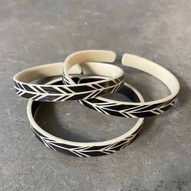 omba-himba-feather-bracelet-black-025_1800x1800.jpeg