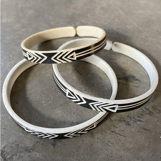 omba-himba-geometric-bracelet-black-025_4ba9df3b-8755-4e90-8155-94730c98f3c3_1800x1800.jpeg